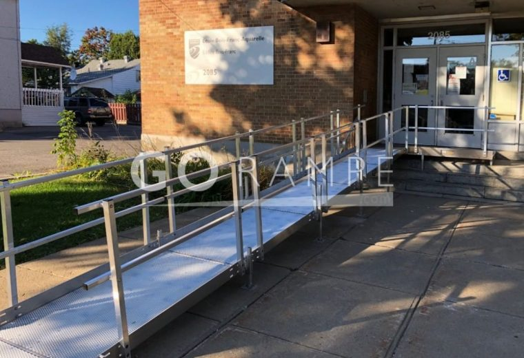 Modular access ramps for wheelchairs, adaptable to any configuration.