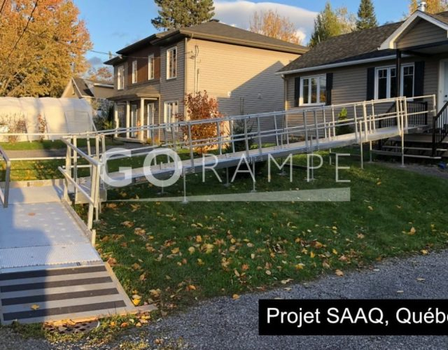 Rampes d'accès pour personne handicapée, installation d'une rampe pour le projet SAAQ, à Québec.