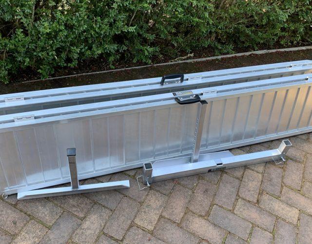 Rampe d'accès portative pour faciliter l'accès en fauteuil roulant