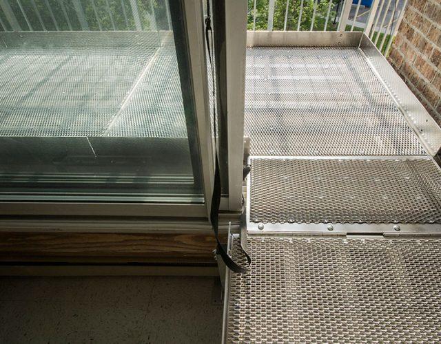 Plateforme d'accès de balcon, pour accéder à votre balcon ou terrasse avec un fauteuil roulant