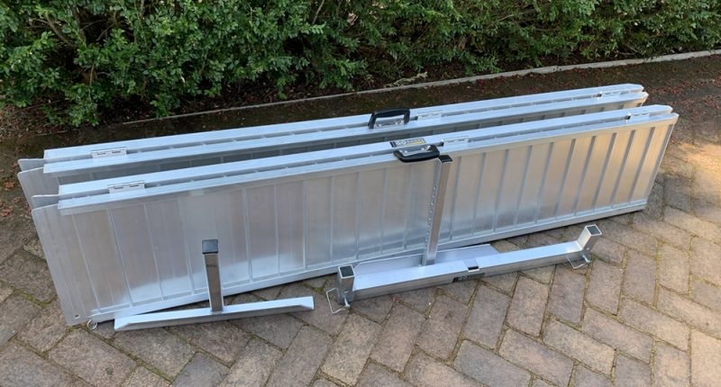 Portable access ramp to facilitate access for wheelchairs
